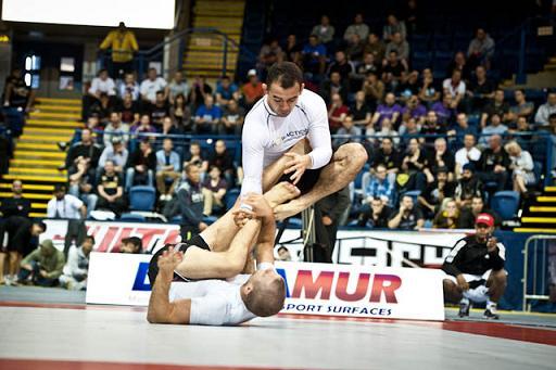 Estude Jiu-Jitsu com este treino solto de Marcelinho Garcia
