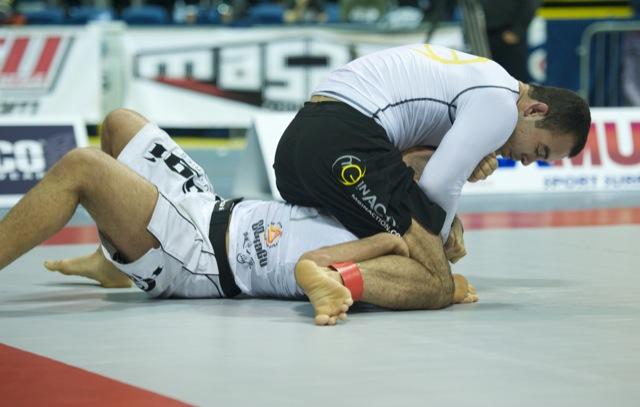 O ataque duplo modificado de Marcelo Garcia no Jiu-Jitsu sem kimono