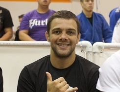 Robson Moura also has a Loop Choke to teach you