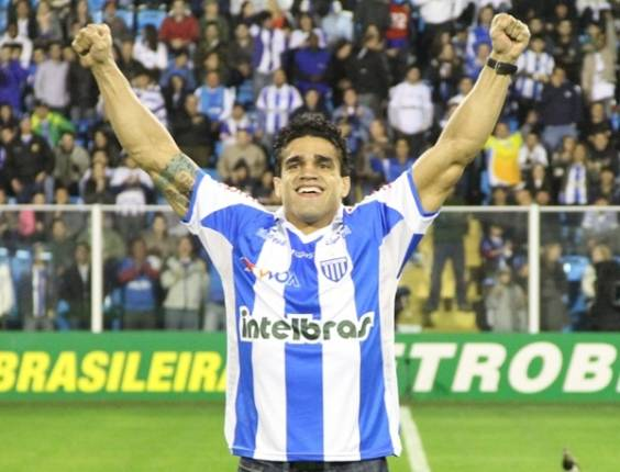 Thiago Tavares bolsters soccer team Avaí
