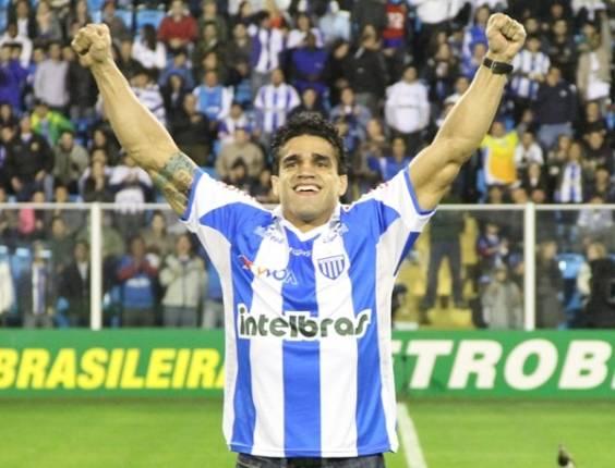 Thiago Tavares se apresenta para reforçar o Avaí
