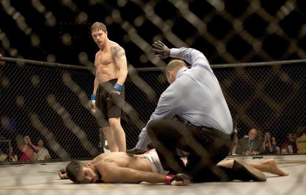 No cinema, dois irmãos no MMA têm de sair na mão