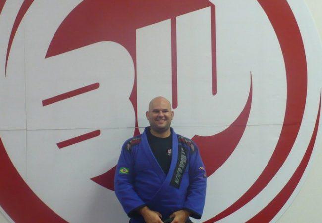 Dedeco Almeida teaches to pass the De La Riva guard