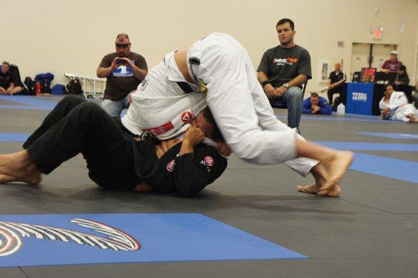 Vídeo: aprenda um estrangulamento eficiente para usar no Jiu-Jitsu