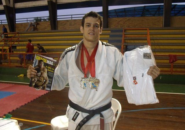 Northeast Brazilian champ demonstrates effective attack