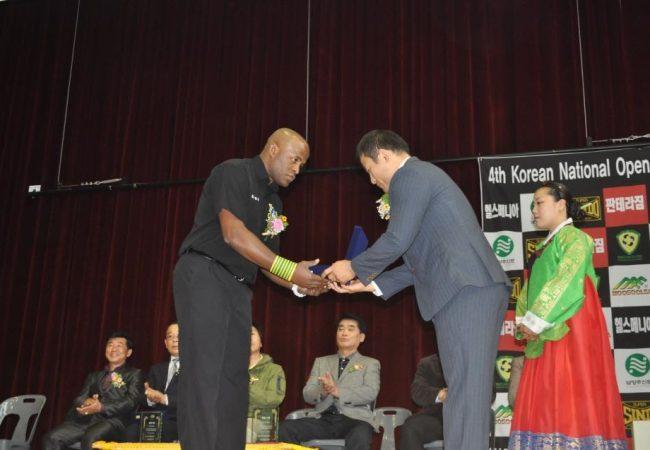 Terêncio breaks barriers in Korea