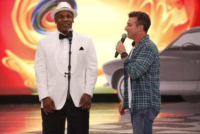 Mike Tyson sings bossa nova in Rio