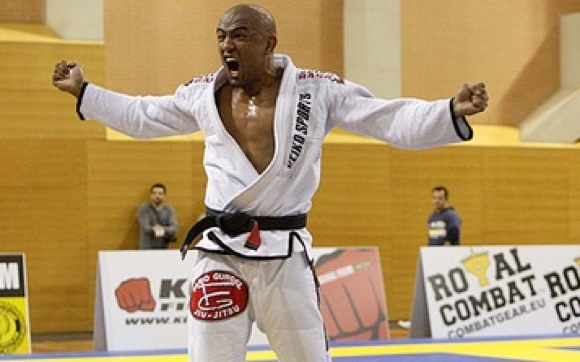 Learn a bilingual position from world champ Sérgio Moraes