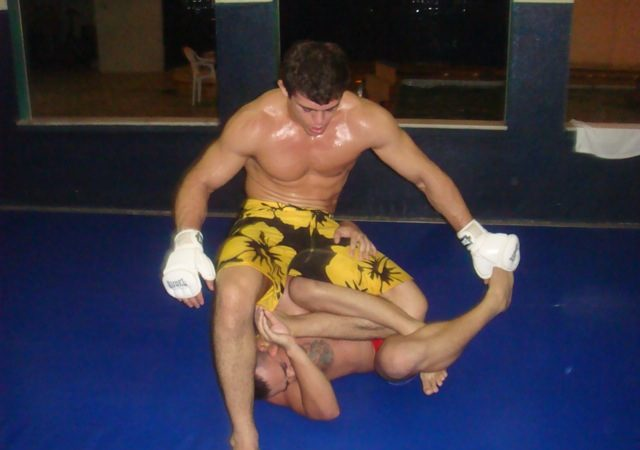 Caio trains for Maldonado at UFC 142