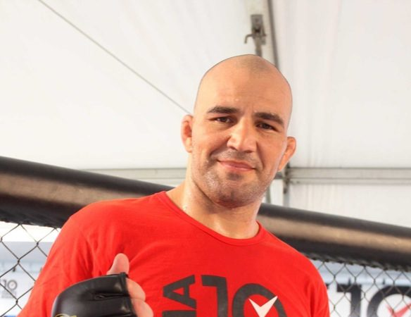 Undefeated in MMA since 2006, Glover gets visa and dreams of UFC
