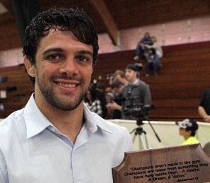 Robson Moura honored at Nova União Arizona