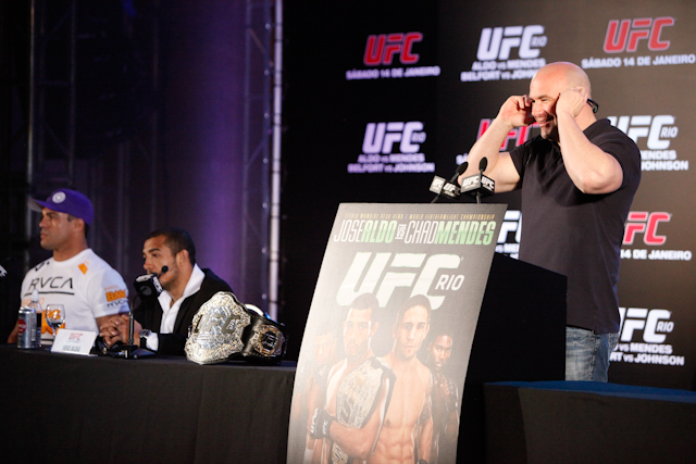 Reporter crashes UFC press conference