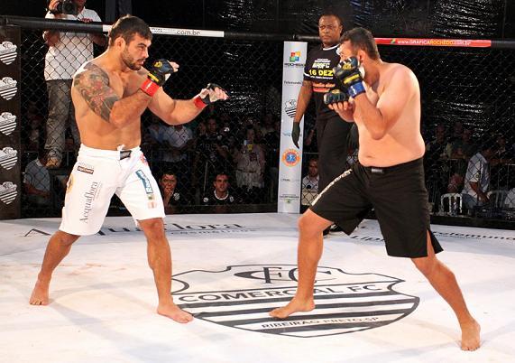 Ricardo Demente nocauteia rápido no MMA