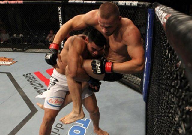 UFC: Ronny baixa de peso e enfrenta Simpson em noite de bom Jiu-Jitsu