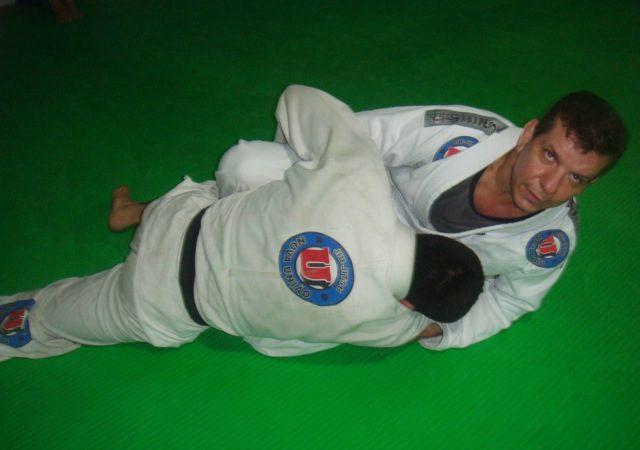 Uma raspagem perfeita para o oponente amarrão no Jiu-Jitsu, por André Pederneiras