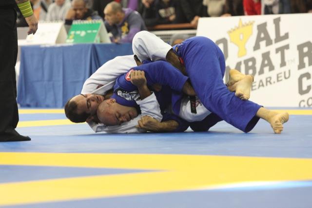 O campeão Bernardo Faria contra Lucio Lagarto, na final do Europeu de Jiu-Jitsu. Foto por Raphael Nogueira, GRACIEMAG.