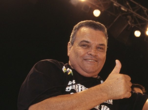 O grande mestre de Jiu-Jitsu Carlson Gracie a beira do ringue no Japão, por Susumu Nagao