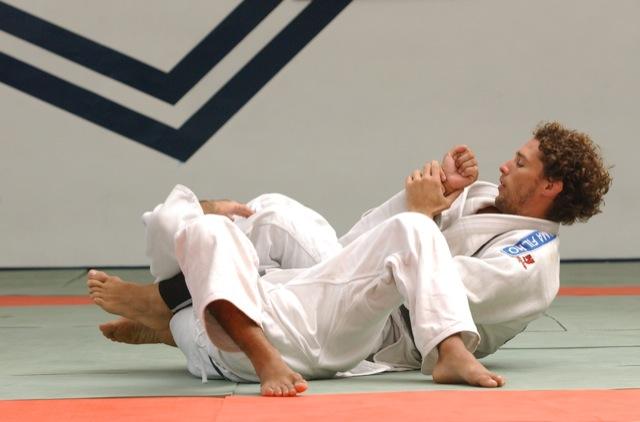 Flavio Canto aplica o armlock no Jiu-Jitsu. Foto por Luca Atalla