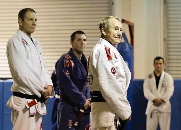 Gene Pace, residente de Whittier, recebeu sua faixa-preta aos 78 anos na GB Costa Mesa.