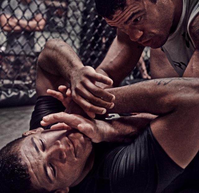 Gilbert Durinho aguenta o tranco durante treino de Jiu-Jitsu com Vitor Belfort em Vegas Foto por Ray Alamo