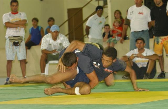 Jose Aldo Junior, hoje campeão do UFC, contra Rodrigo Damm no Submission Wrestling de Sao Joao da Barra