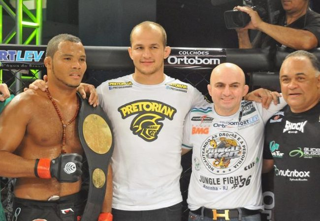 """Orgulho"" takes Jungle Fight belt at Rocinha favela in Rio"