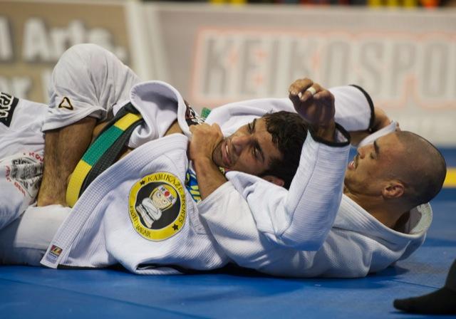 Kron Gracie finaliza Leandro Lo, no Mundial de Jiu-Jitsu 2011. Foto John Lamonica