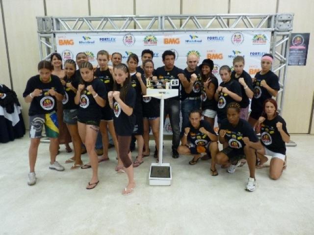 MMA feminino promissor na pesagem do Pink Fight