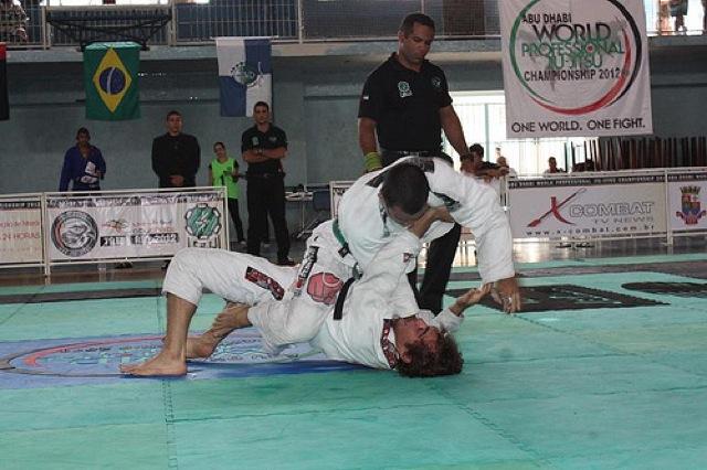 Rodolfo Vieira finta o estrangulamento na seletiva de Jiu-Jitsu para Abu Dhabi no Rio