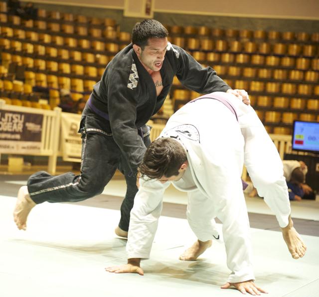 Benjamin Mendoza derruba para vencer o absoluto roxa do All Star de Jiu-Jitsu