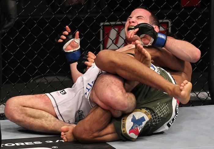 Charles e a finalização da noite. Foto: UFC