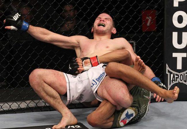 A fera do Jiu-Jitsu Charles do Bronx no momento chave da finalização na panturrilha. Foto: UFC