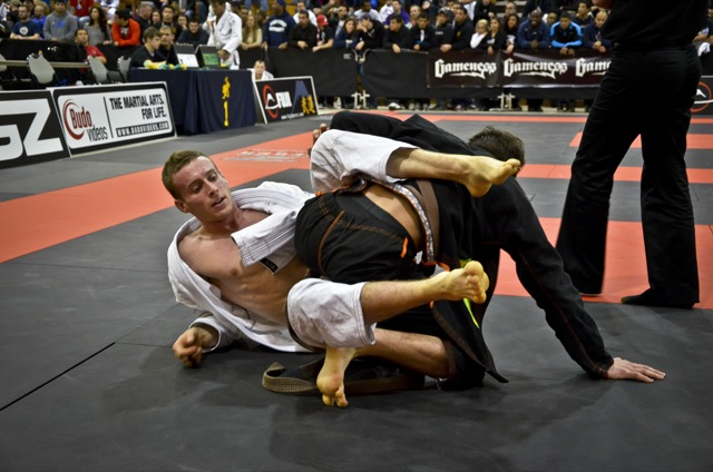 Pau-pereira na faixa-marrom, no Houston Open de Jiu-Jitsu da IBJJF. Fotos: Mike Calimbas