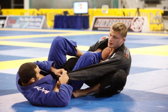 Alexander Trans em acao no Jiu Jitsu. Arquivo GRACIEMAG