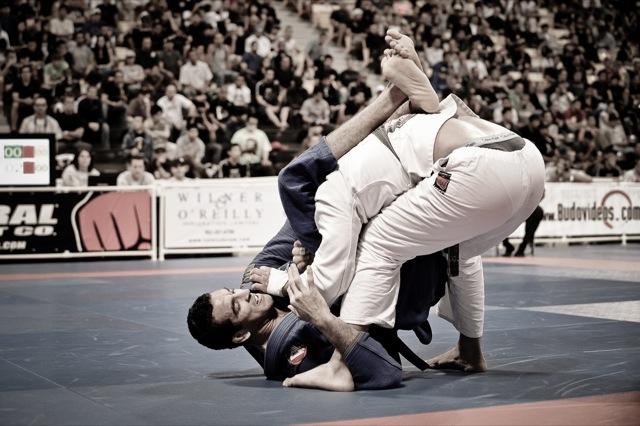 Bráulio Carcará em ação na final do Mundial de Jiu-Jitsu de 2009. Foto por Regis Chen