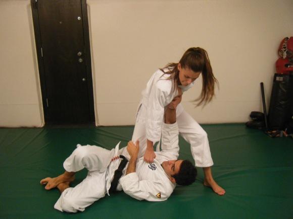 Carol Francischini Valente pratica Jiu-Jitsu como defesa pessoal. Foto: Divulgação.