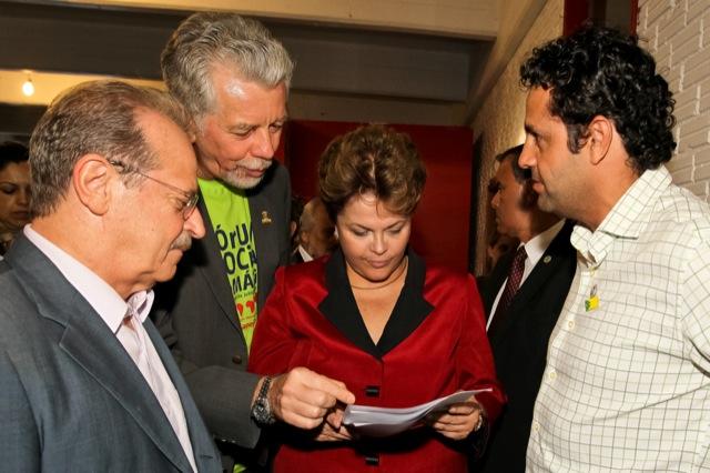 Governador Tarso Genro, prefeito Jose Fortunati verificam com a Presidente Dilma Roussef avancos da FASC apresentados pro Kevin Krieger e que tem o Projeto Arte Suave e o Jiu-Jitsu como um dos alicerces