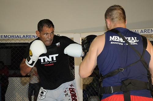 Rodrigo Minotauro treina boxe, em foto de arquivo do GRACIEMAG.