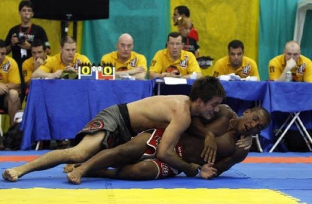 Na seletiva do ADCC 2009 Raoni so parou diante de Rafa Mendes na final