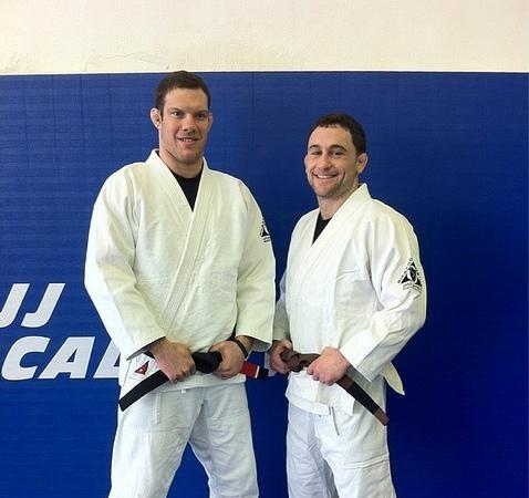 Campeão do UFC, Edgar rola de kimono ao lado de Cachorrão