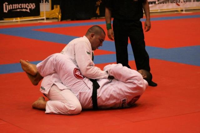 Rodrigo Comprido em acao no Jiu Jitsu
