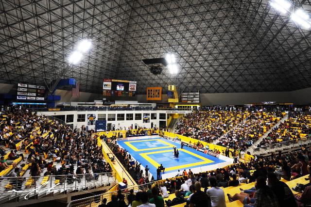 Ginásio cheio em Long Beach, durante o Mundial de Jiu-Jitsu. Foto: Divulgação.