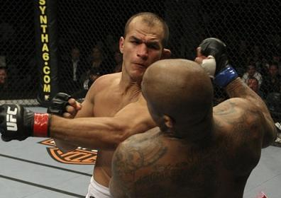 How many punches does Cigano throw in 30 seconds?