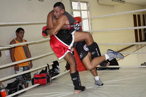 Marlon Sandro treinando MMA na Nova União.