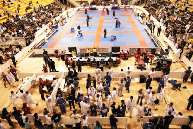 Ginásio cheio de torcedores e atletas de Jiu-Jitsu: fato comum no Pan da IBJJF. Foto: Ivan Trindade/GRACIEMAG.