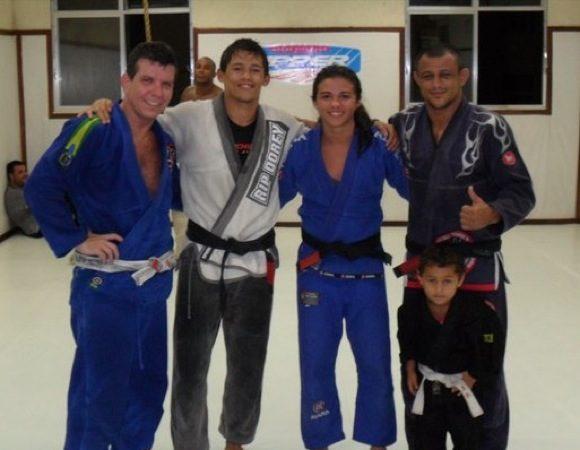 Faixa-preta de Jiu-Jitsu, Claudinha volta ao MMA em reality show canadense