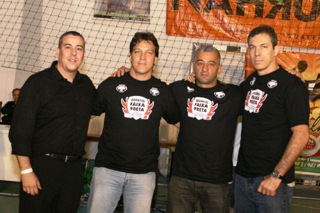 O organizador bem acompanhado: André Santos, Crolin Gracie, Claudinho e Carlinhos Gracie. Foto: Divulgação.