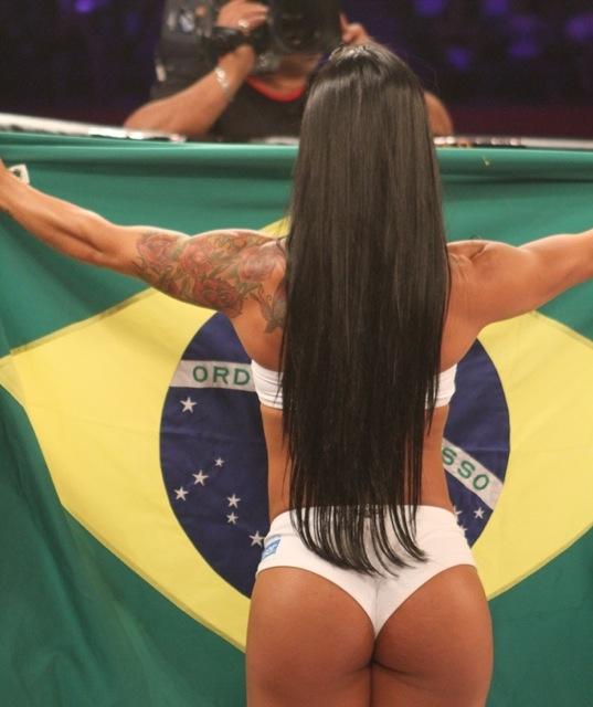 A ring-girl Fabiana Frota, mulher de Alexandre Frota.