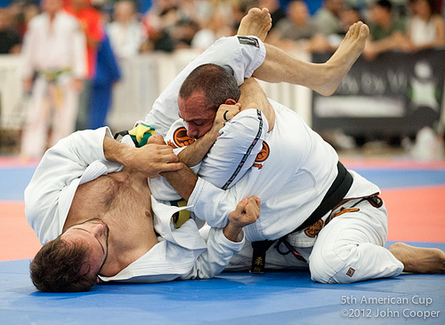 Samir Chantre foi o campeão peso-pena na Califa. Fotos: John Cooper.