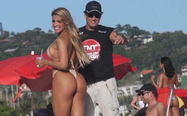Brazilian comedian shows he knows his Jiu-Jitsu